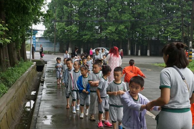 四川省都江堰跨世纪国际幼儿园:我们毕业啦!